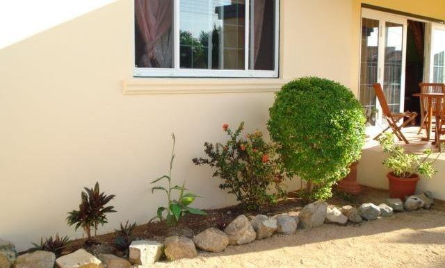 s-b-woning-voorkant-tuin