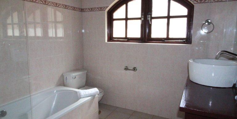 09. bathroom masterbedroomjpg