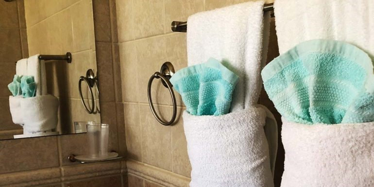 casa-galpy-aruba-bathroom-towels-01-med